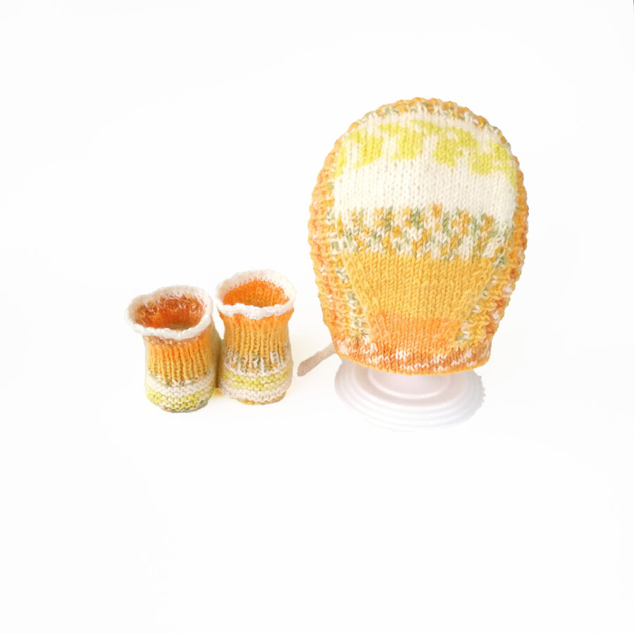 Hat and socks for baby 3-9 months (yellow baby set)