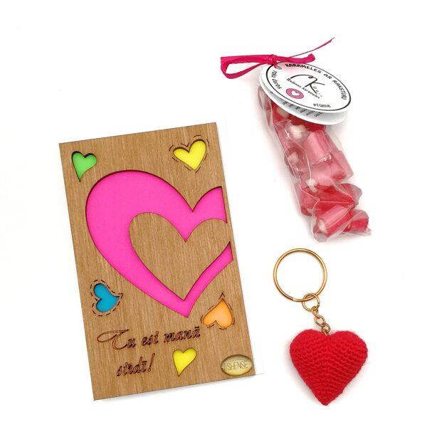 """Подарочный набор """"Tu esi manā sirdī"""" (брелок, карамель и деревянная открытка)"""