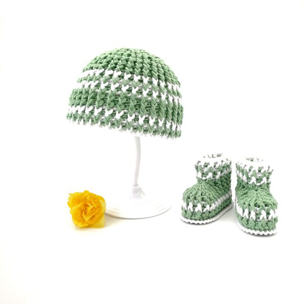 Newborn baby (0-3 months)  booties and hat (olive set)